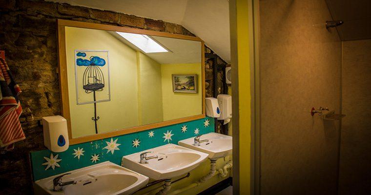 High Street Hostel Bathroom
