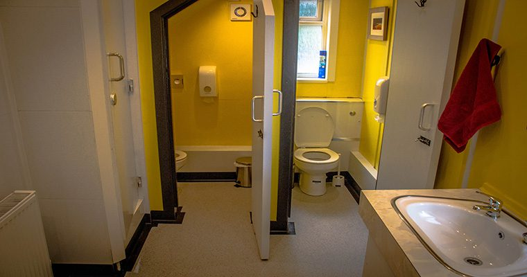 Lochside Hostel Bathrooms