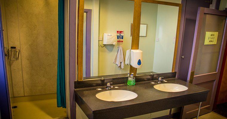 Royal Mile Backpackers Bathroom