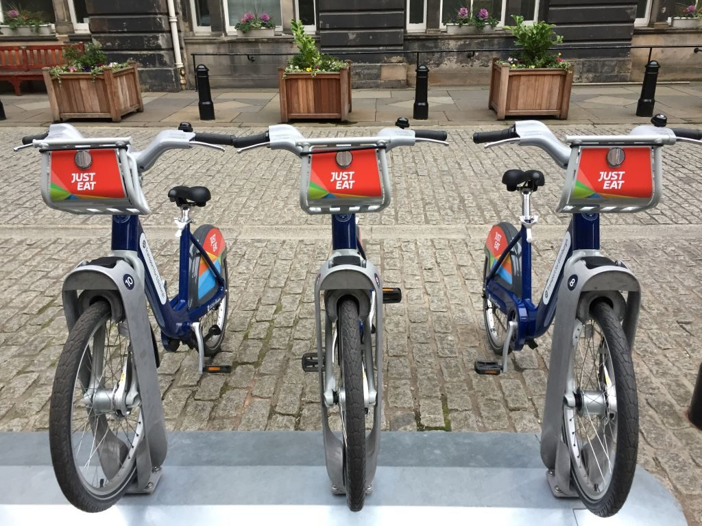 Just Eat Cycles: City Chambers renting bike edinburgh