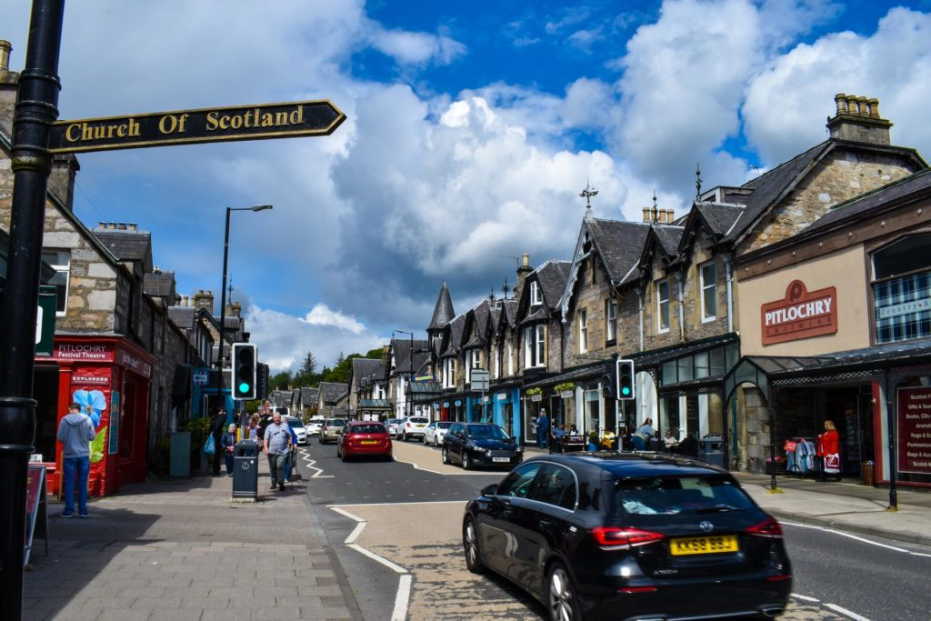 MacBackpackers Tour Pitlochry Main Road