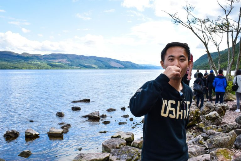 MacBackpackers Tour Whisky on Loch Ness