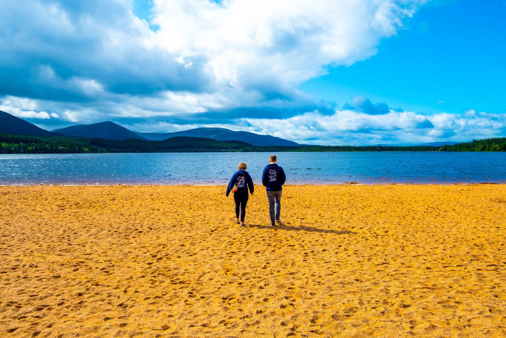 MacBackpackers Tour Loch Morlich - MacBackpackers