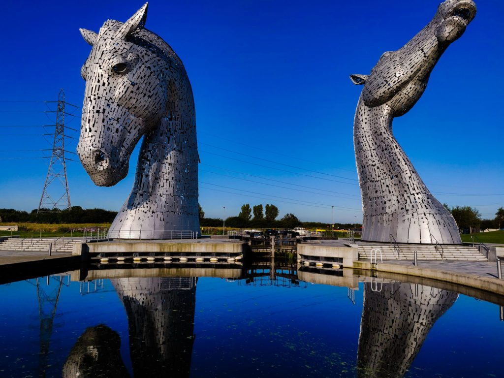 The Kelpies on a MacBackpacker tour