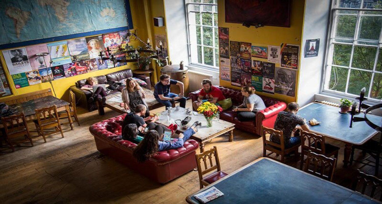 Castle Rock Hostel Main Lounge