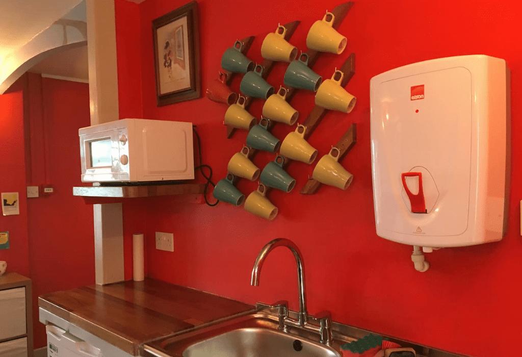 Mugs and Microwave Lochbuie Guest House - Isle of Skye
